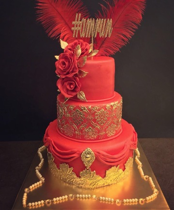 #amrun #nitinkhurana #thesweetboutique #delhi #luxurycakes #wedtease #weddingcakes #redandgold